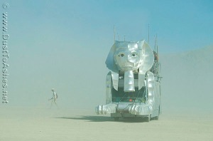 Burning-Man-2007-Egyptian-theme-Sphinx-Mutant-Vehicle-Mobile-Art-car-in-dust-storm