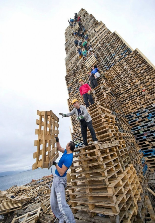 Burn This Norway Creates Worlds Largest Bonfire BurnersMe Me - Norway creates biggest bonfire world