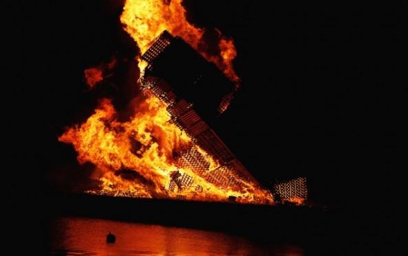 Worlds-Biggest-Bonfire-09-634x399