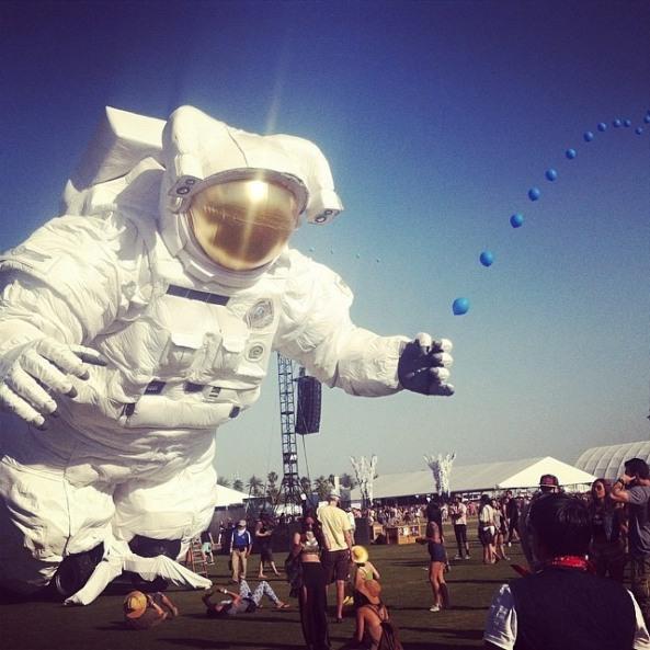 astronaut balloons